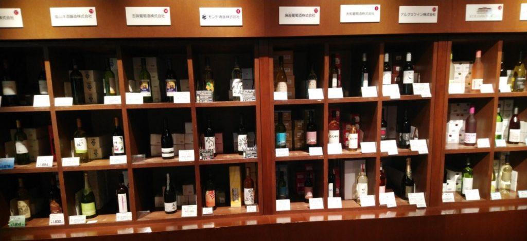 山梨ワインの陳列